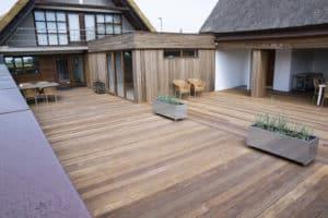 Terrasse opført af byggefirmaet keld og johs